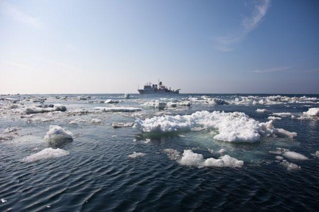 В Охотском море затонул автономный морозильный траулер
