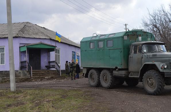 Флаг Украины в центре села Катериновка