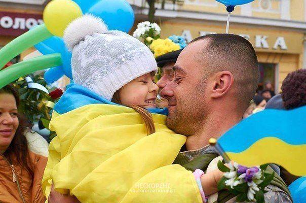 Украинский воин прибыл домой, иллюстрация
