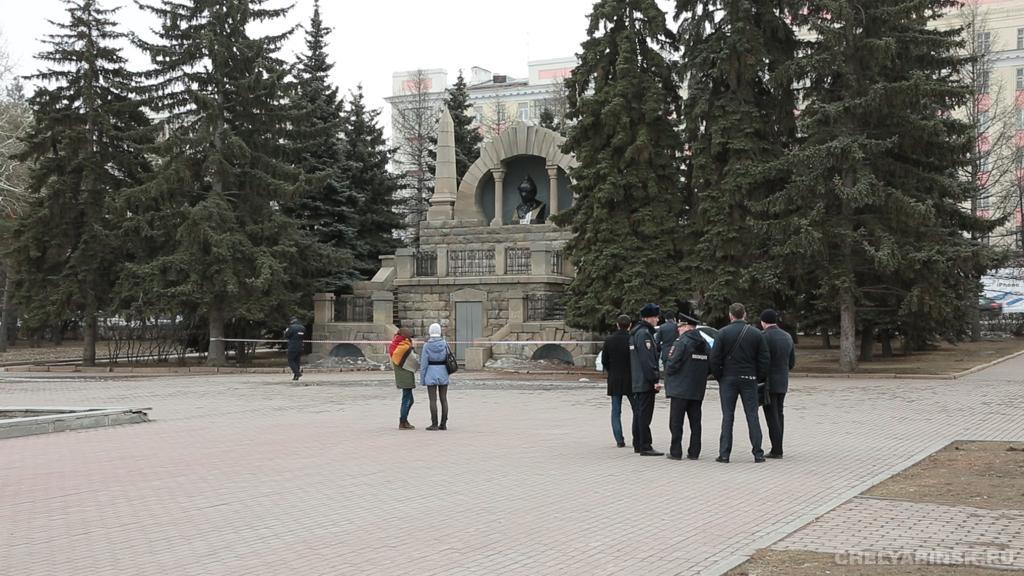 В России бюст Ленина раскрасили в цвета украинского флага: опубликованы фото и видео