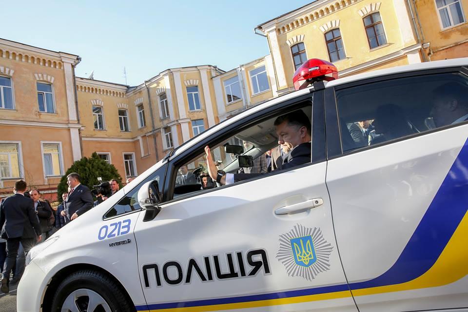 Порошенко лично тестировал патрульную машину