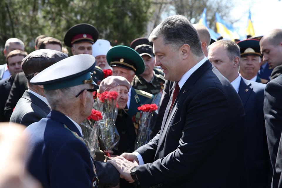 Порошенко поздравил ветеранов Одессы
