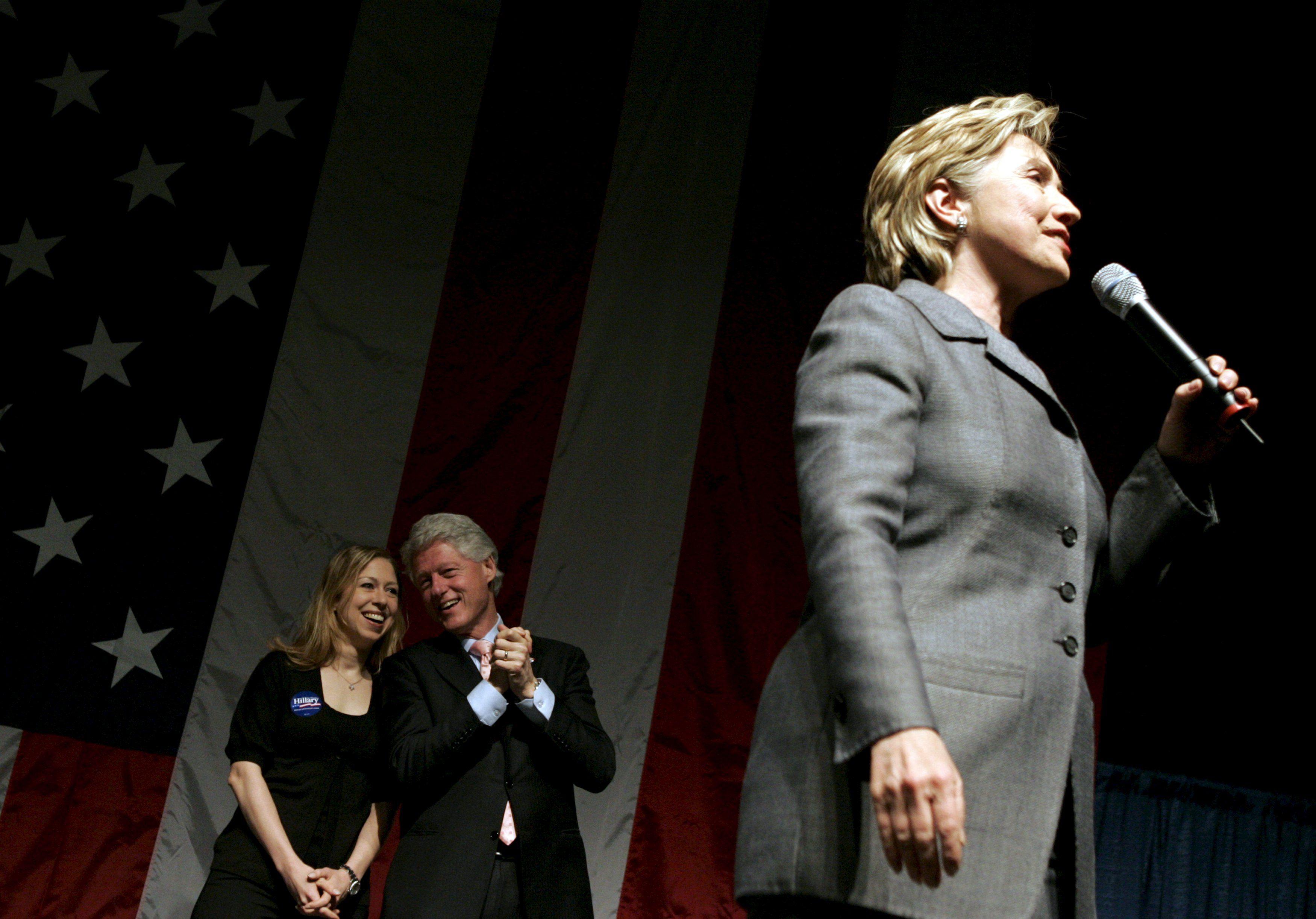 Хиллари Клинтон заявляет об участии в президентской гонке
