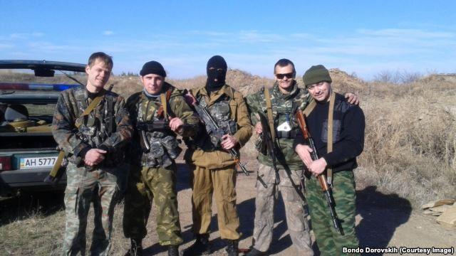 Бондо Доровских (крайний справа) под Алчевском