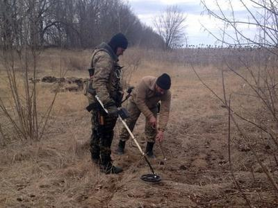 Боевики на Донбассе занимаются разминированием, иллюстрация