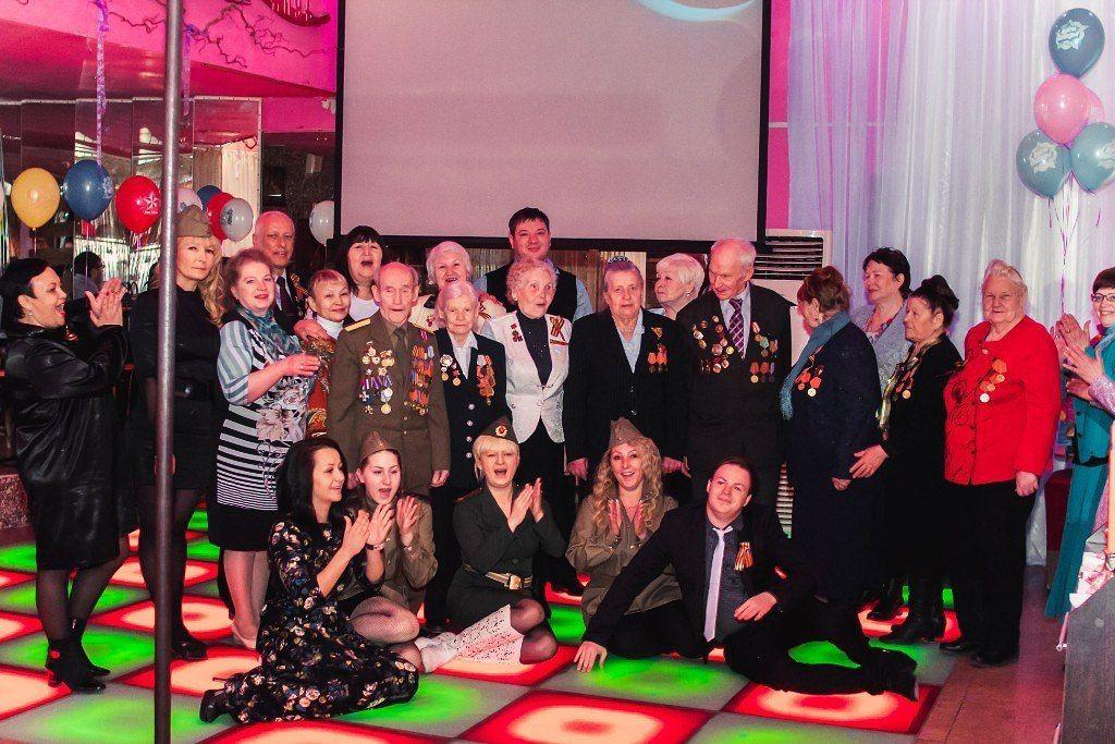 В Сибири ветеранов с 9 мая поздравили в стрип-клубе