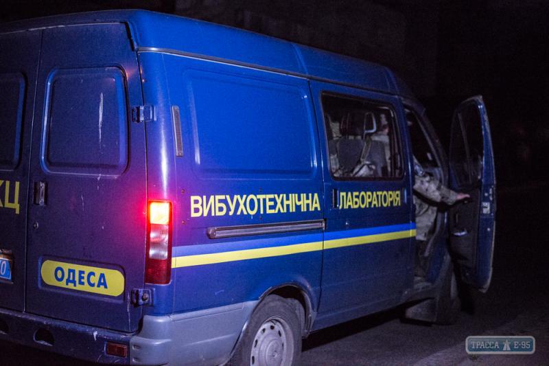 Очередной взрыв в Одессе: на ж/д мосту образовалась метровая воронка, опубликованы фото