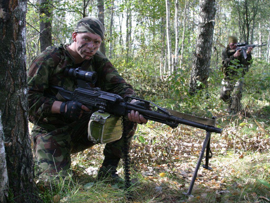 Солдат армии РФ с ПКП Печенег, иллюстрация