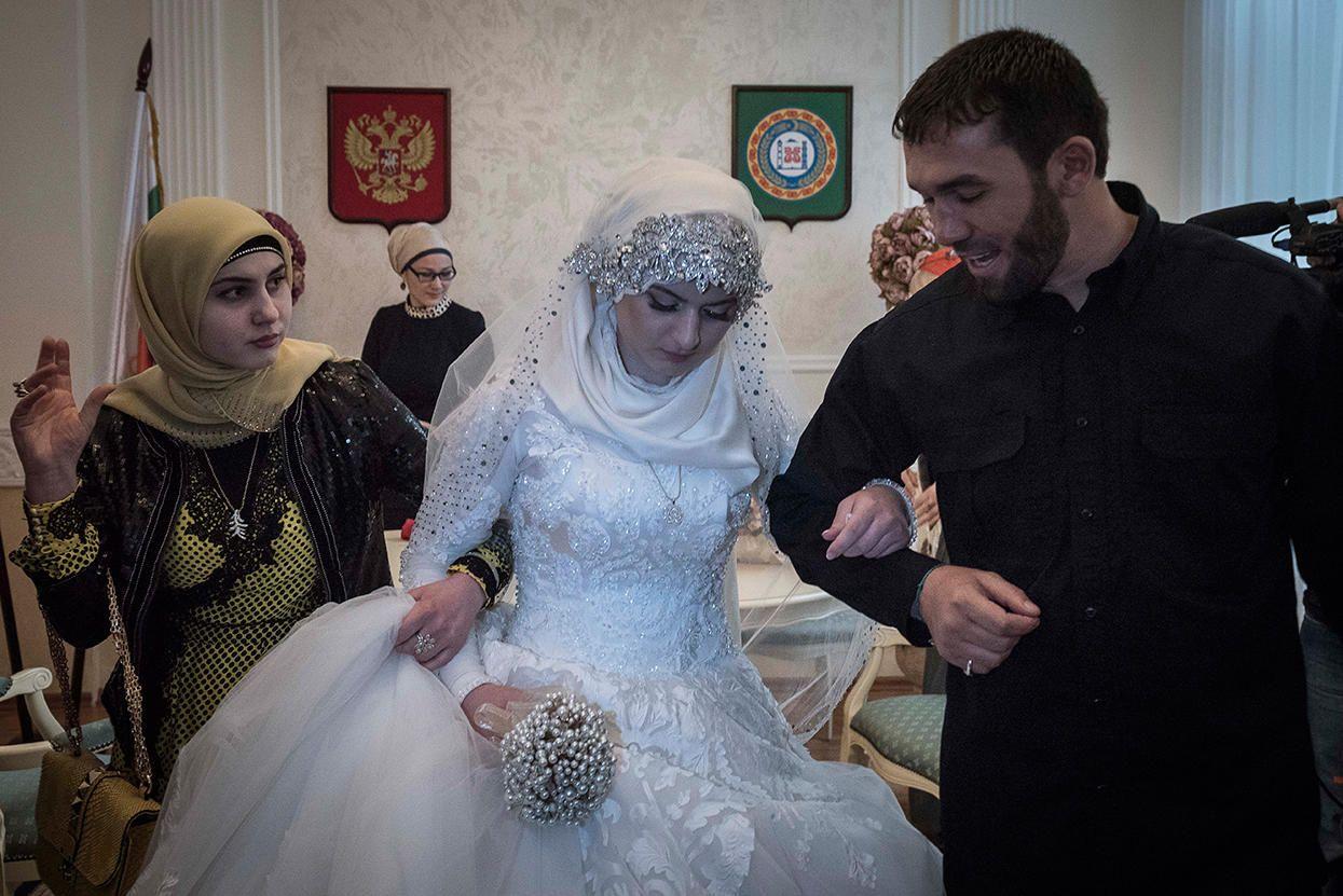 Свадьба в Чечне, иллюстрация