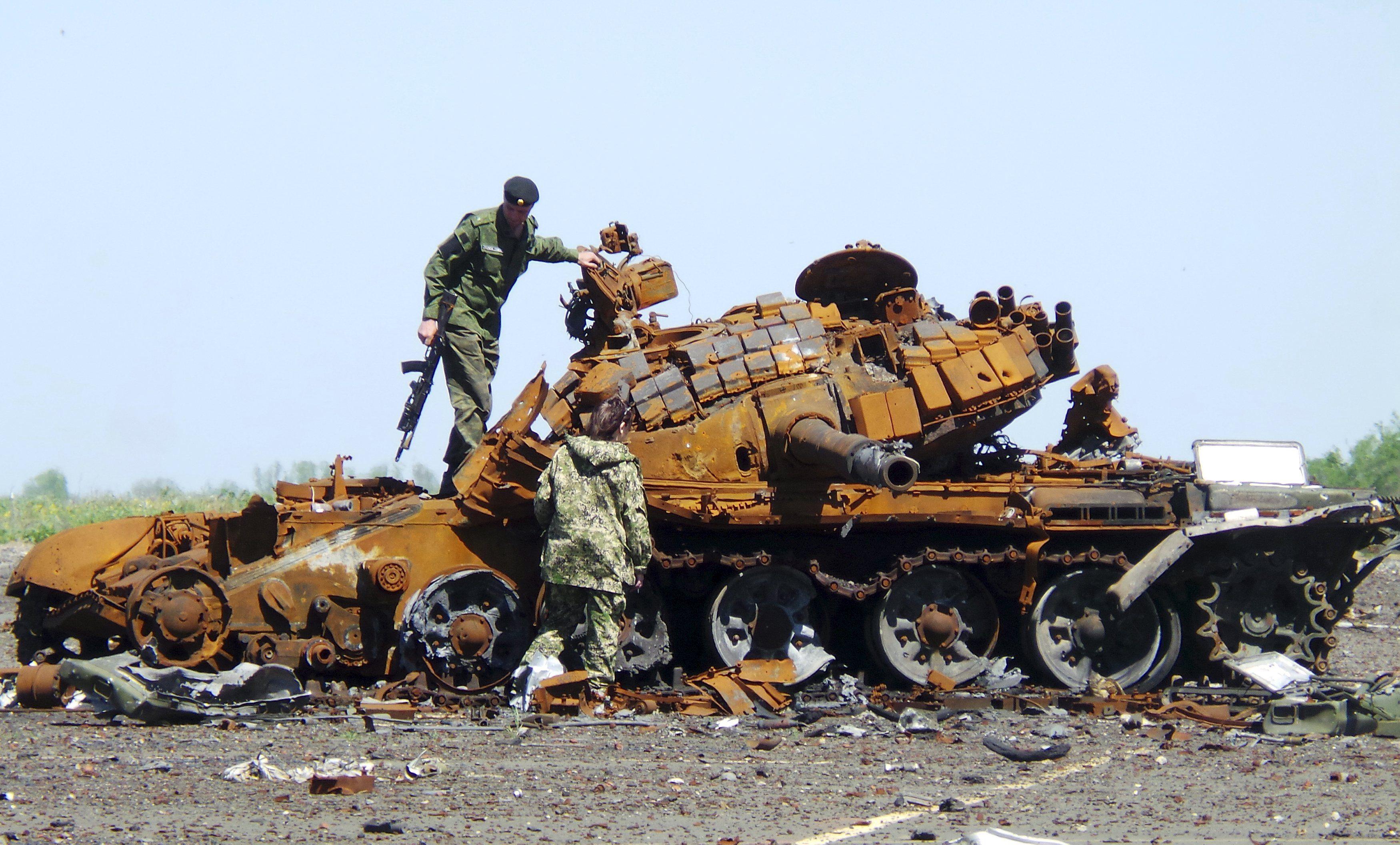 Взорванный танк, иллюстрация