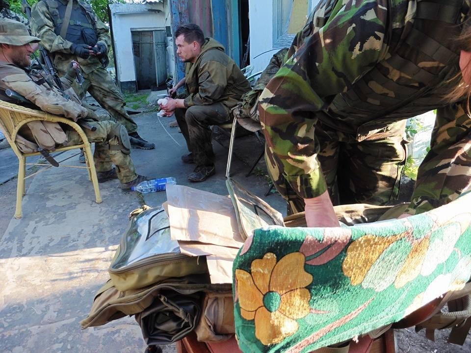Допрос пленного боевика в Песках