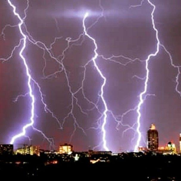 Уникальная молния в Киеве
