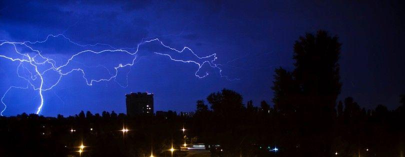 Над Киевом сверкали удивительные молнии, иллюстрация