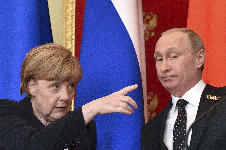 Меркель напомнила Путину о Минских соглашениях