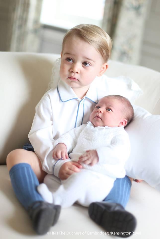 Кейт Миддлтон сделала трогательные фото принца Джорджа и принцессы Шарлотты
