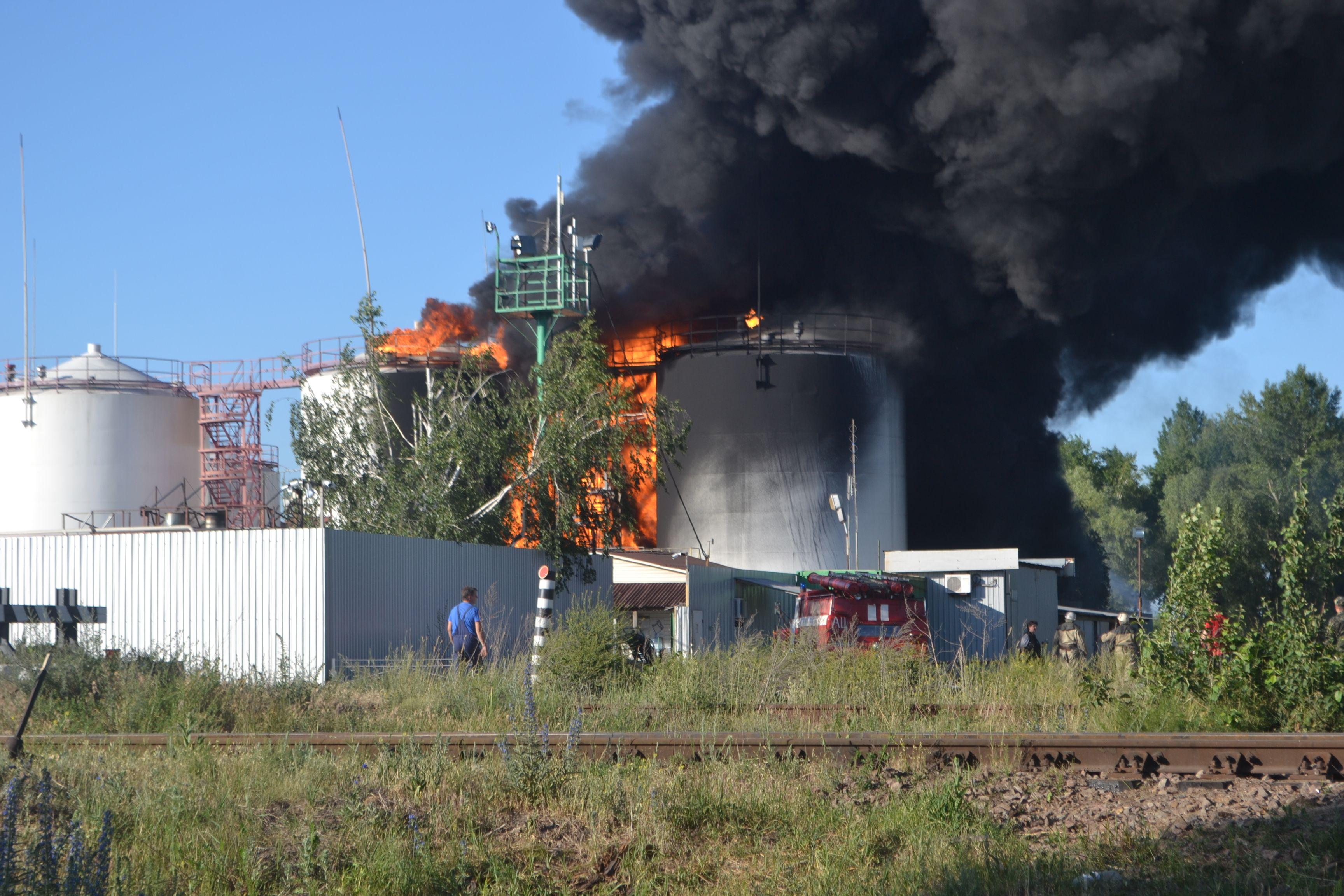 Пожар на нефтебазе в Васильковском районе