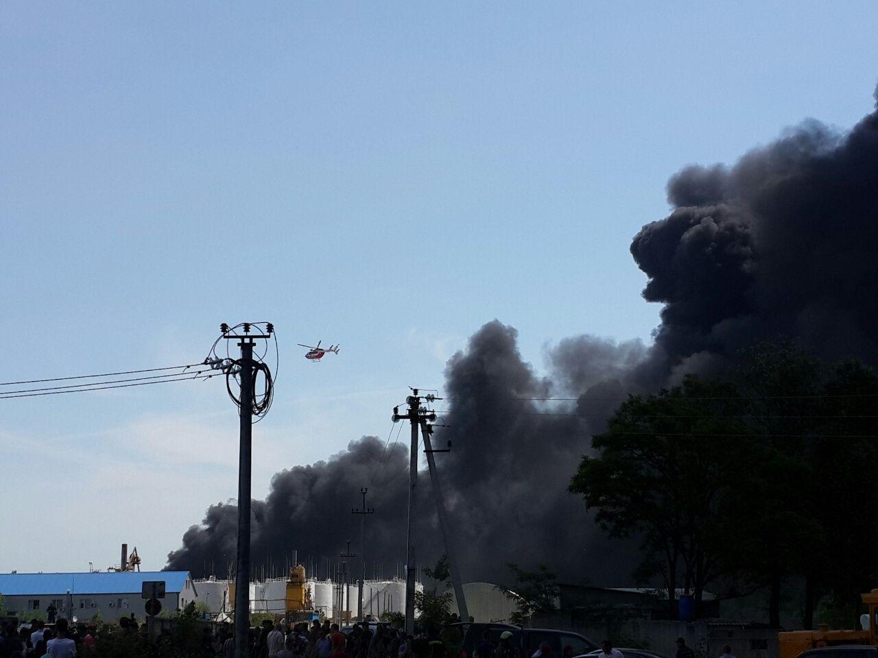 К ликвидации пожара привлечены вертолеты, иллюстрация