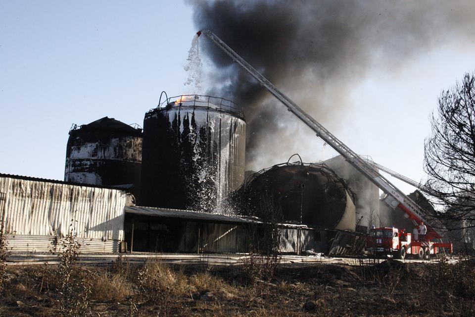 Пожар на нефтебазе, иллюстрация