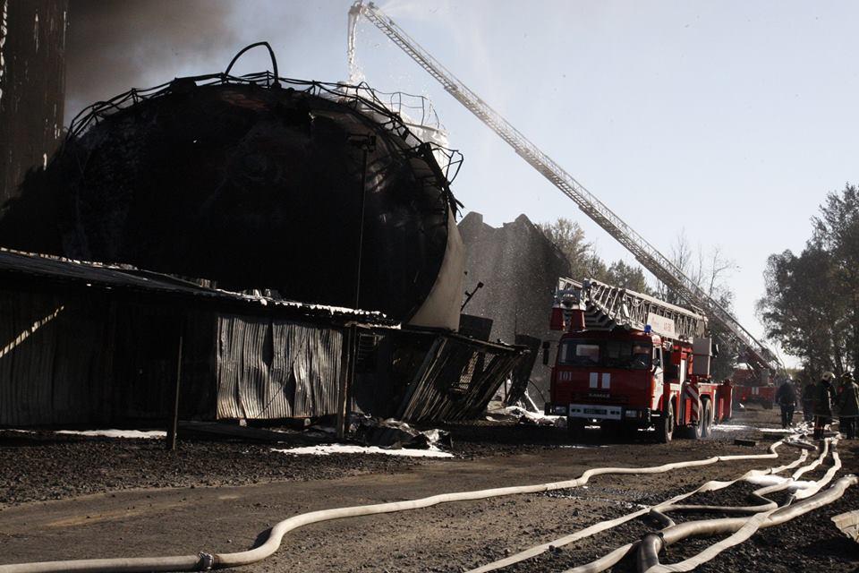 После пожара на нефтебазе под Киевом, иллюстрация