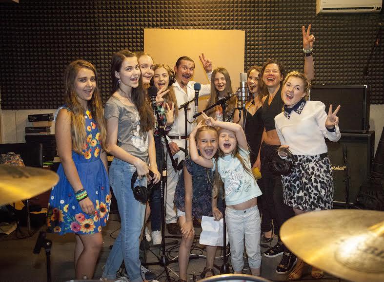 Певица Руслана с детьми