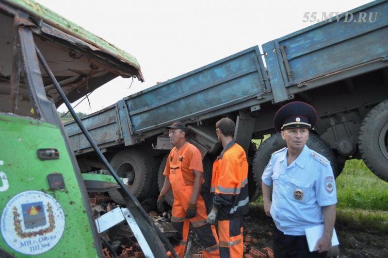 Полиция и спасатели на месте аварии