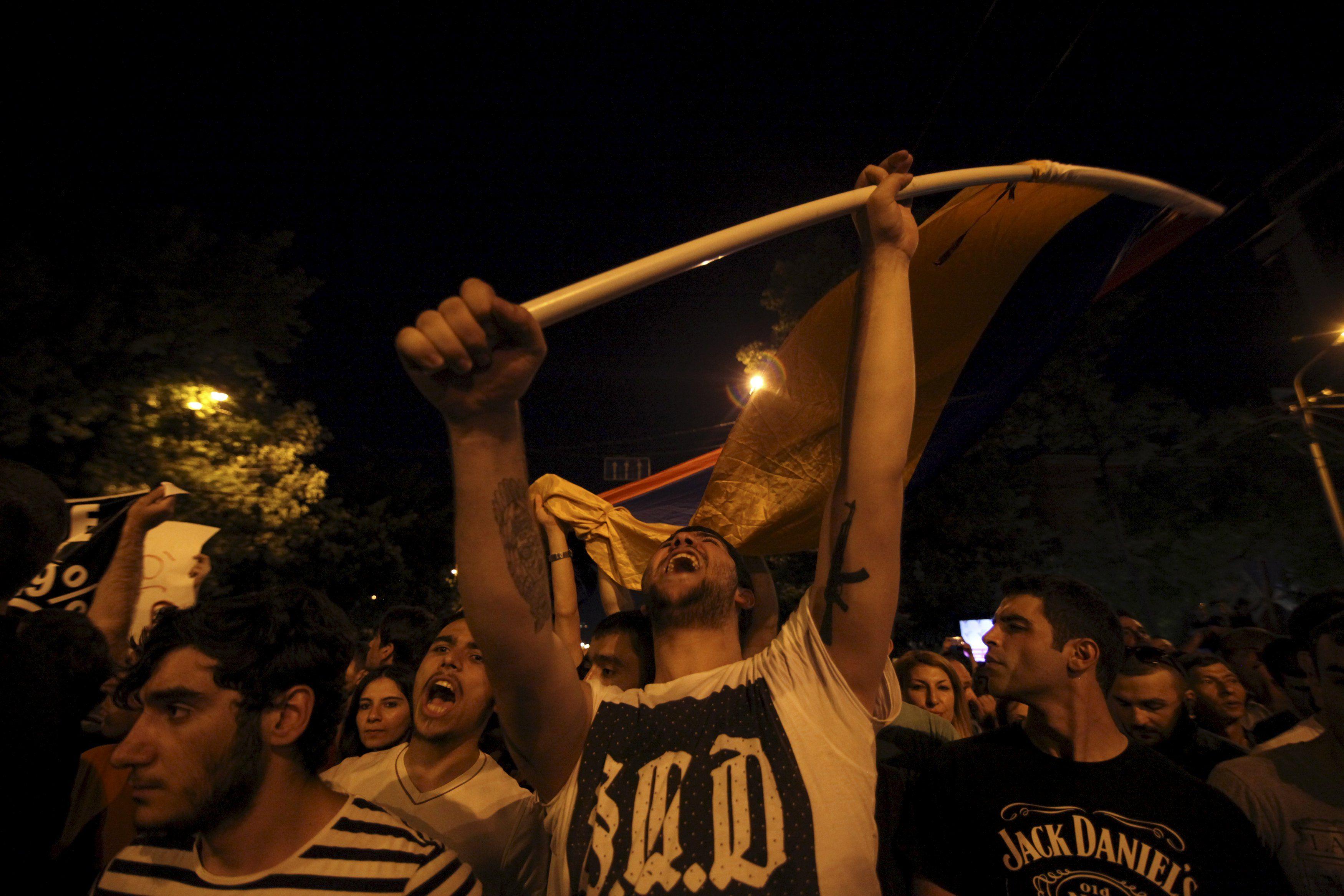 Митинг в Ереване, иллюстрация