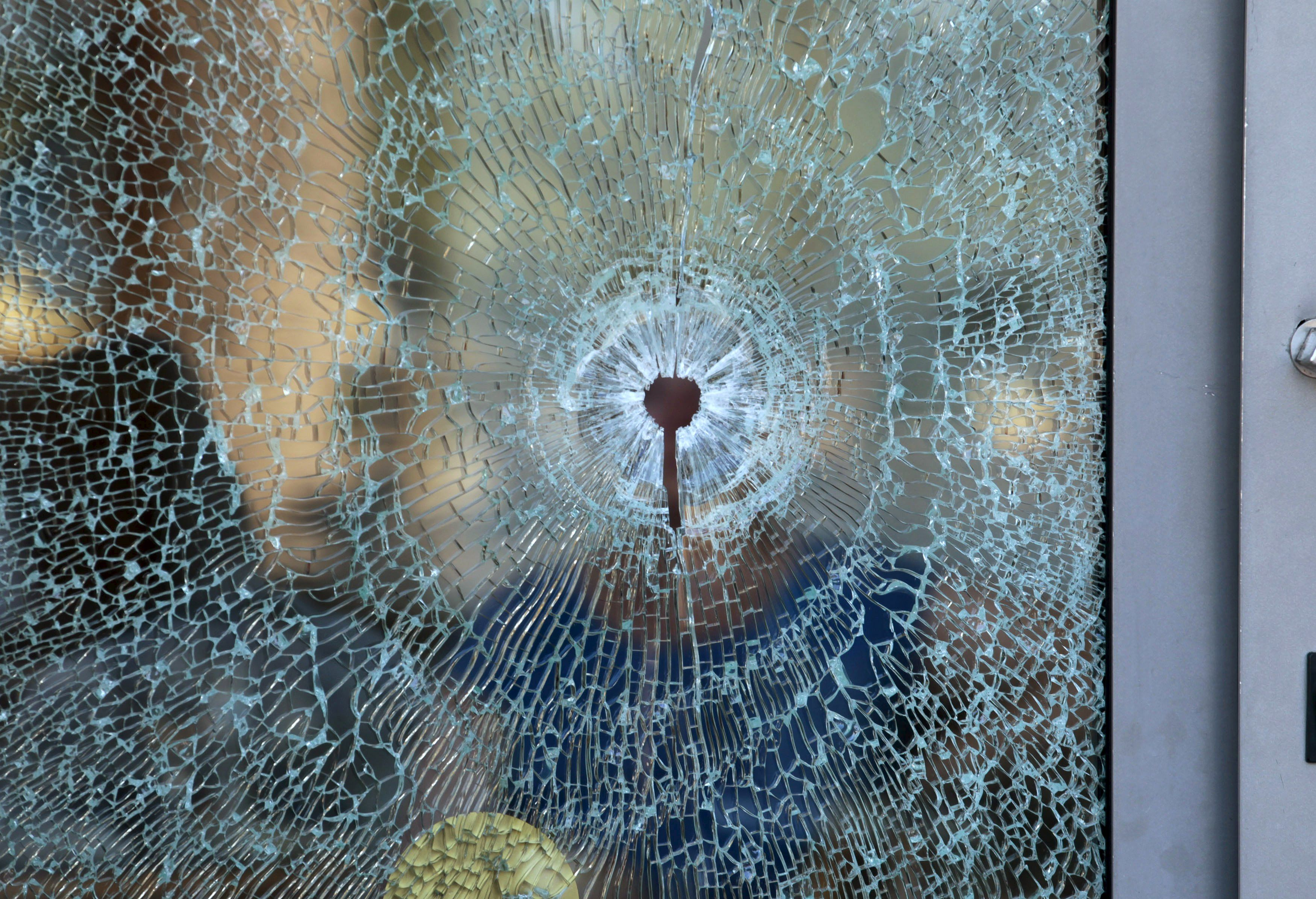 Разбитое стекло, иллюстрация