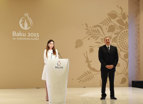 Выступление Мехрибан Алиевой после награждения. Рядом ее супруг, Ильхам Алиев