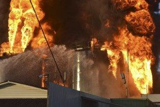 В ходе пожара на нефтебазе уже погибли пять человек