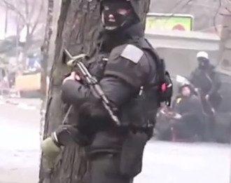 Силовик во время разгона Майдана, иллюстрация