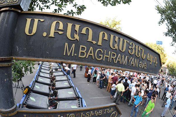 Баррикада на проспекте Баграмяна