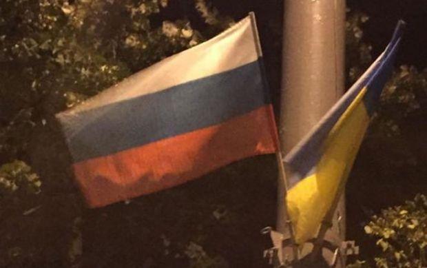 В КГГА уверяют, что не развешивали флаги РФ