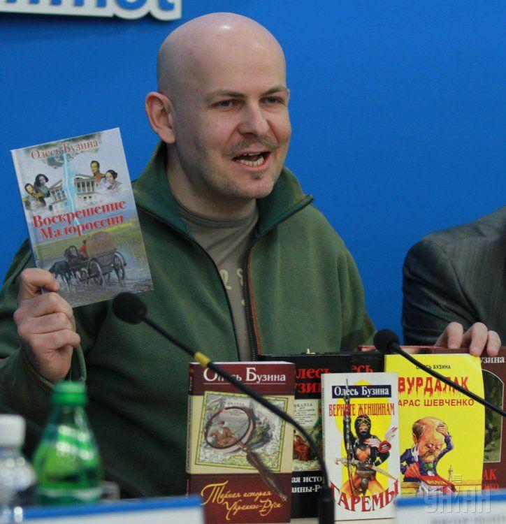 Олеся Бузини нема, а книжки його вільно продаються