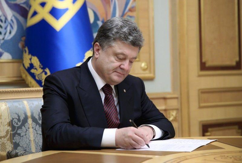 Порошенко, ручка, подпись