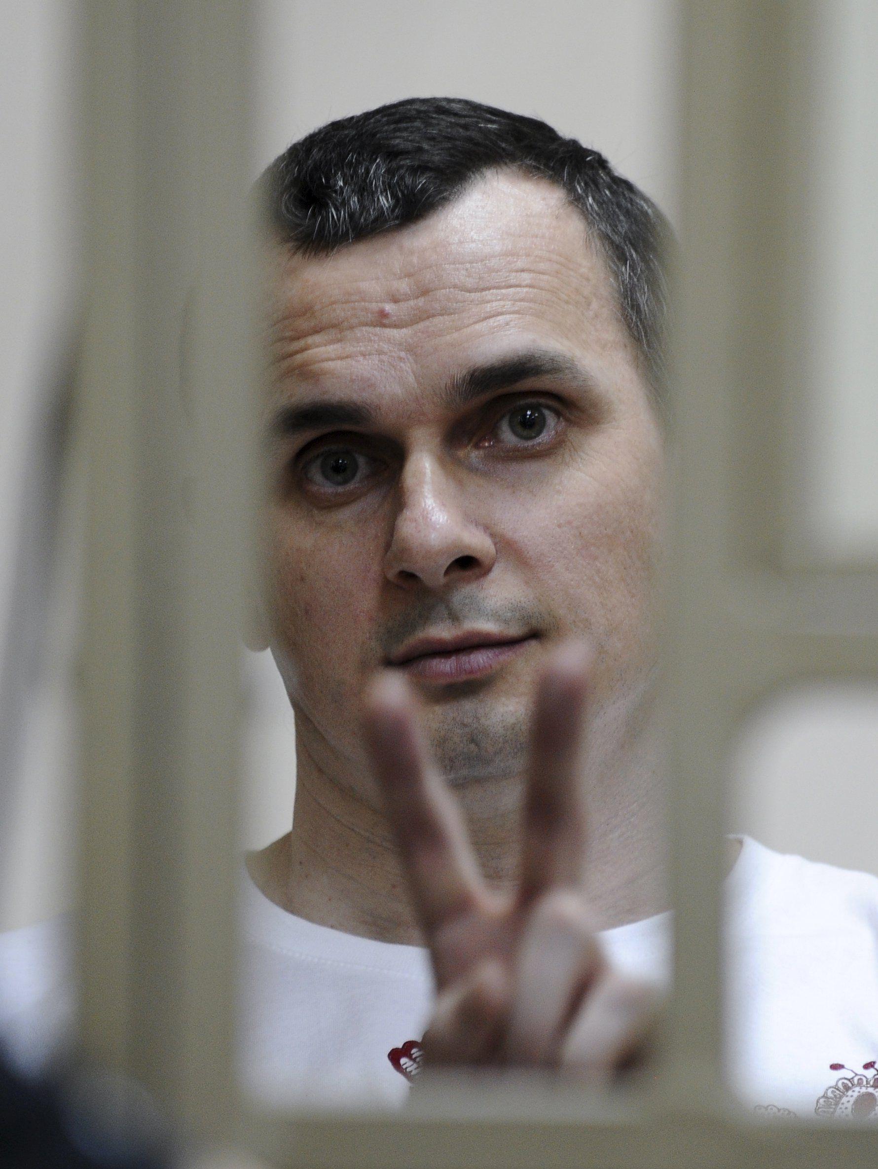Курт Волкер полагает, что в РФ Олега Сенцова лишили свободы, чтобы нейтрализовать как политического противника