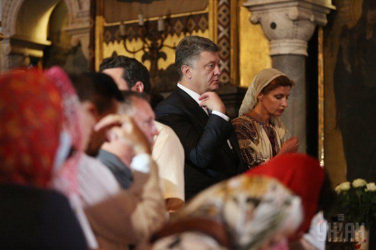 Порошенко с супругой побывали на торжественной литургии