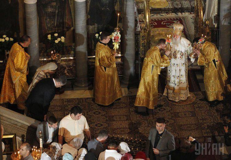 Филарет помолился о мире в Украине, после чего прекратился дождь и выглянуло солнце