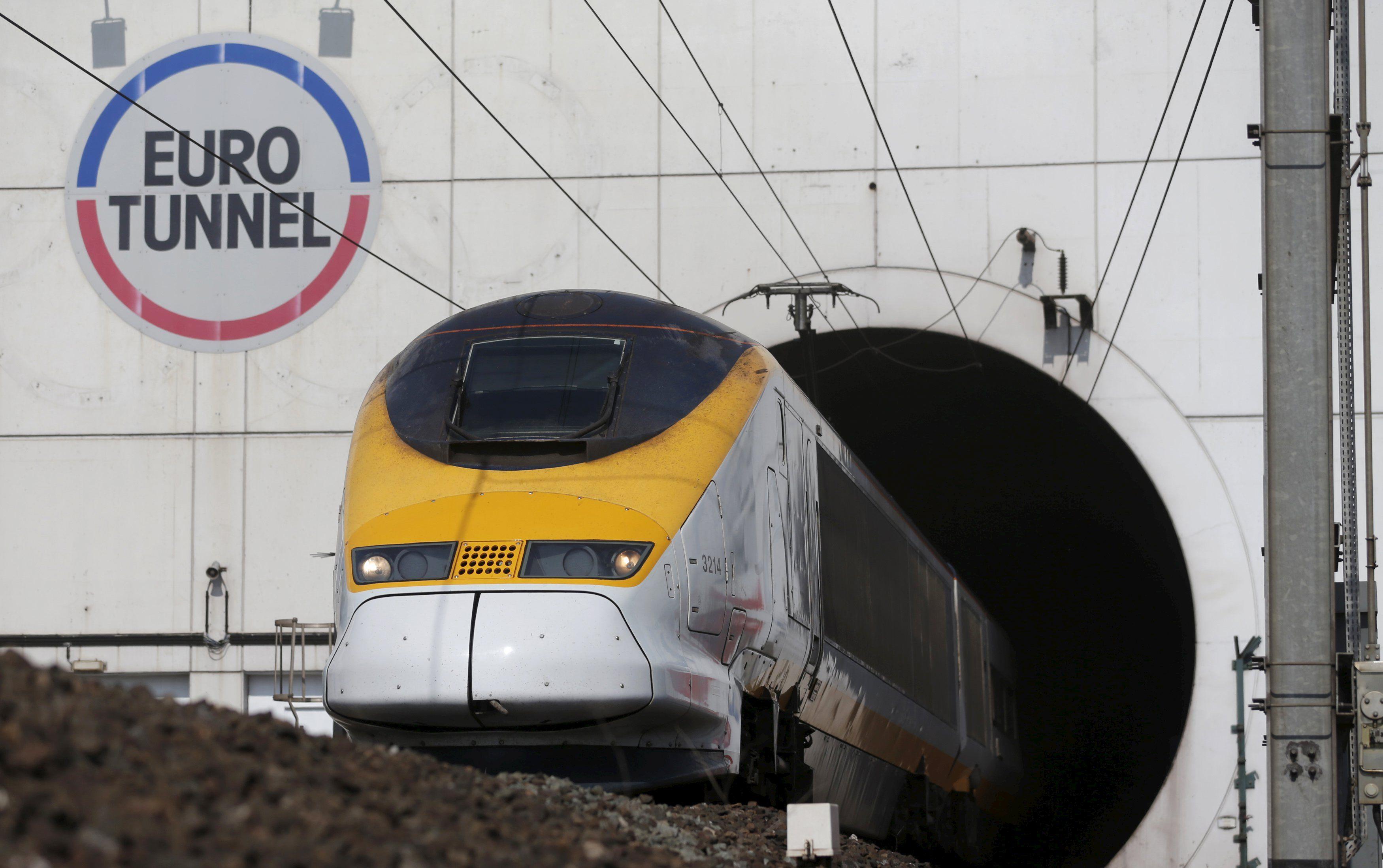 Скоростной поезд в туннеле под Ла-Маншем