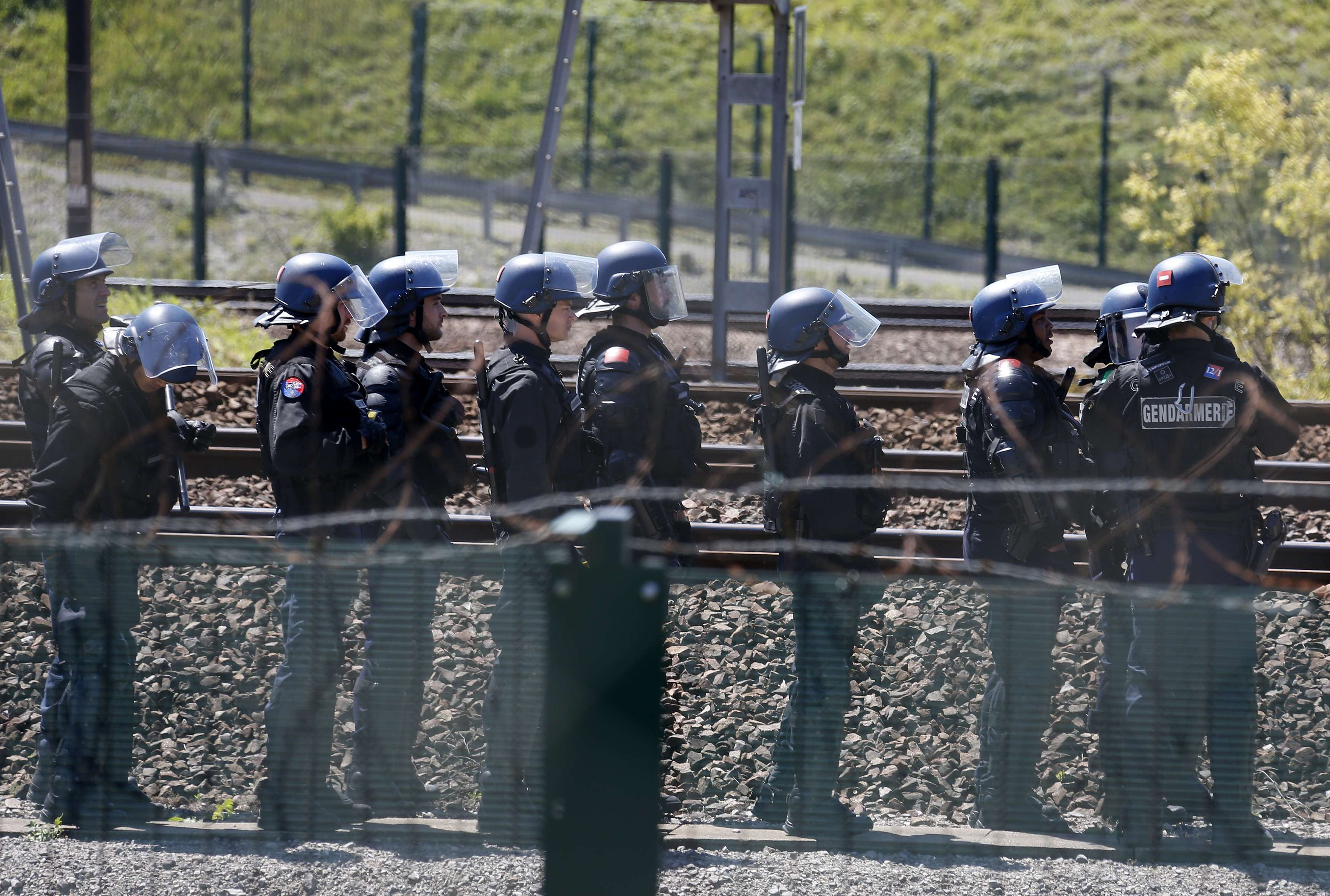 Полиция возле Евротуннеля