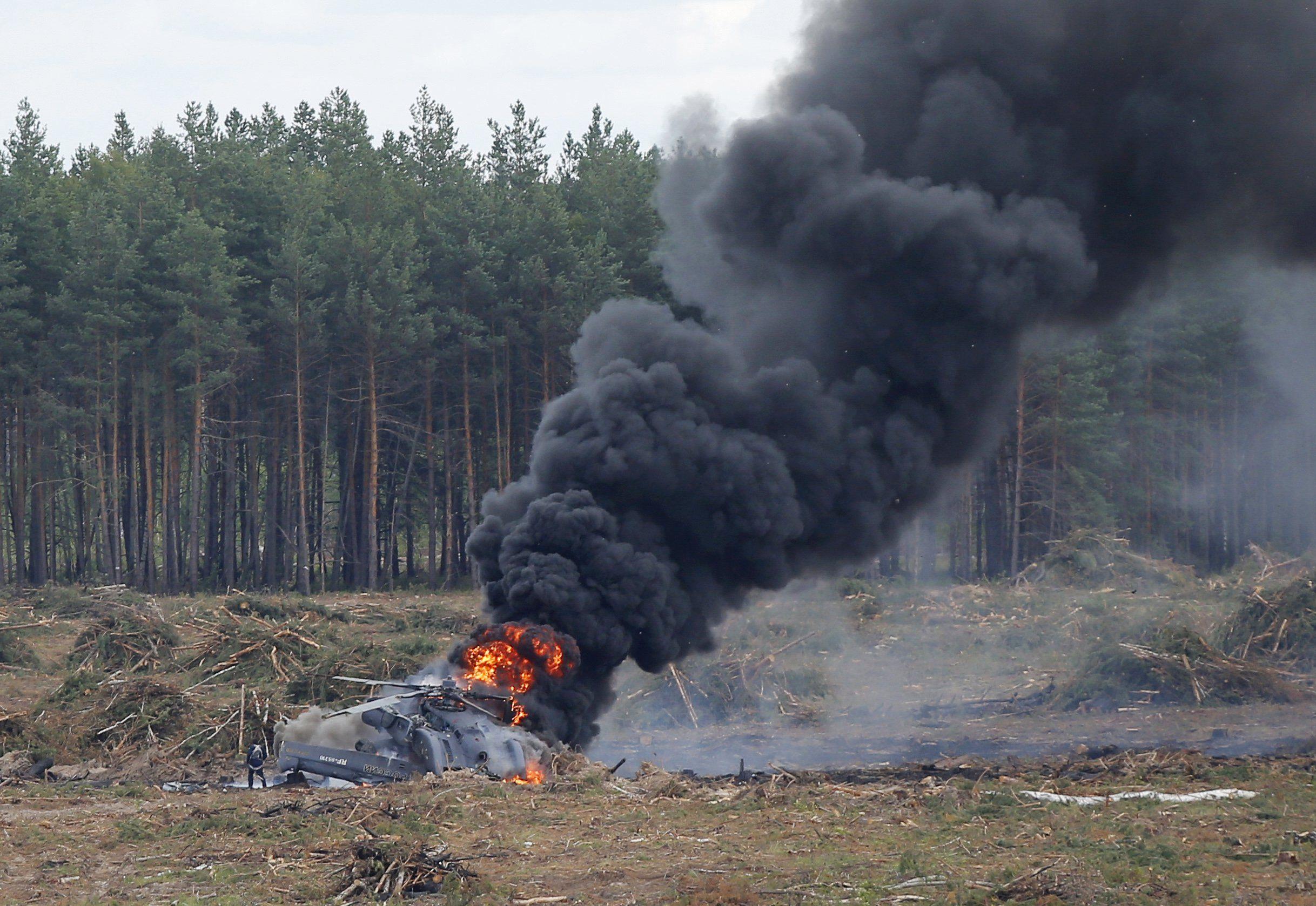 В поле догорает Ми-29Н