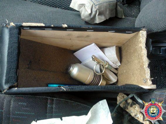 В авто волонтера нашли боеприпасы