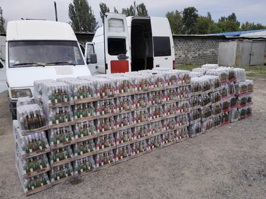 Под Донецком перехватили грузовик контрабандной водки