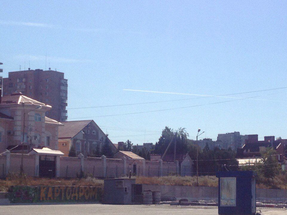 """Загадка """"российских истребителей"""" над Луганском: Генштаб опроверг, в АП — говорят об авиалайнере"""
