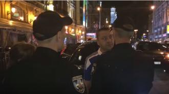 Полицейские и дипломат
