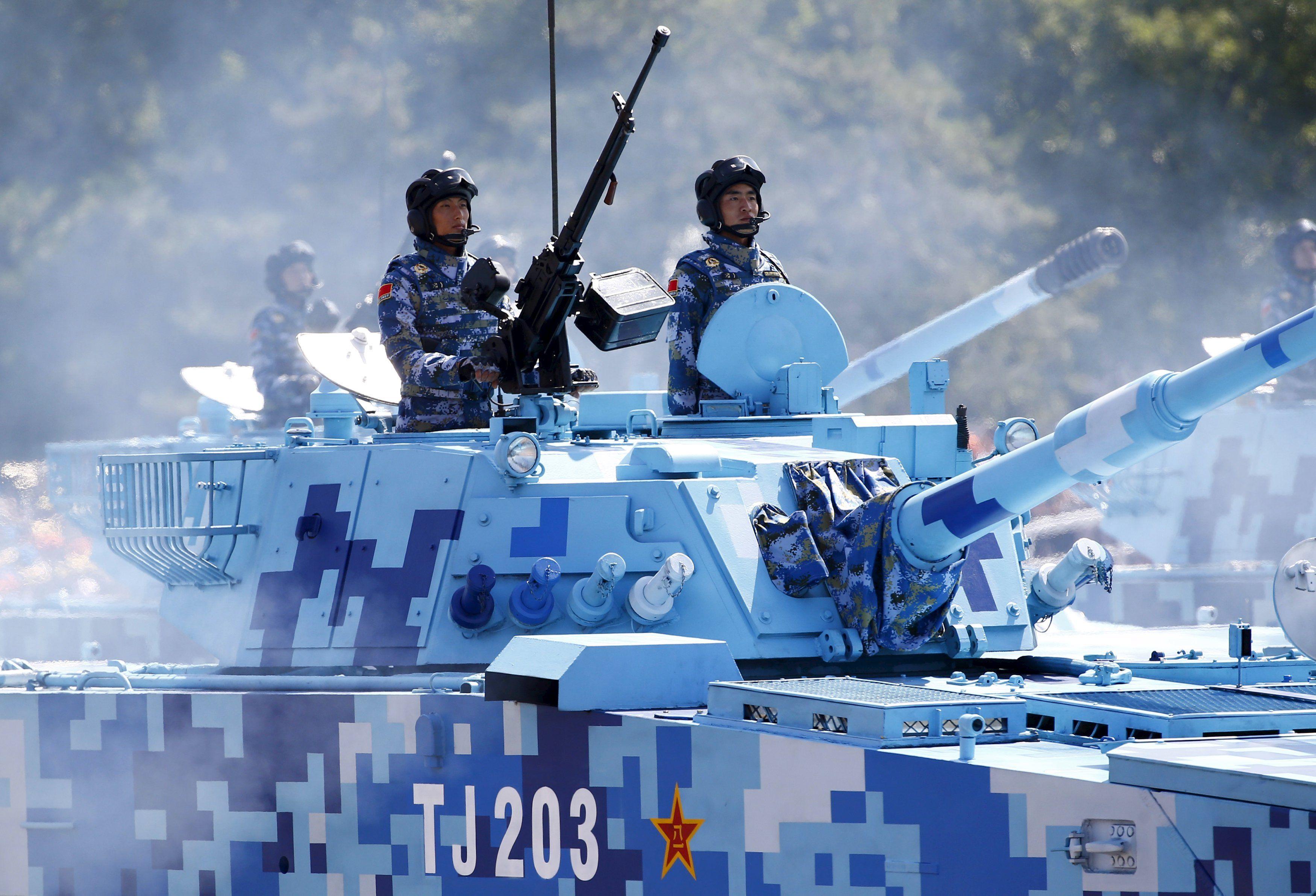 Парад с участием китайской бронетехники