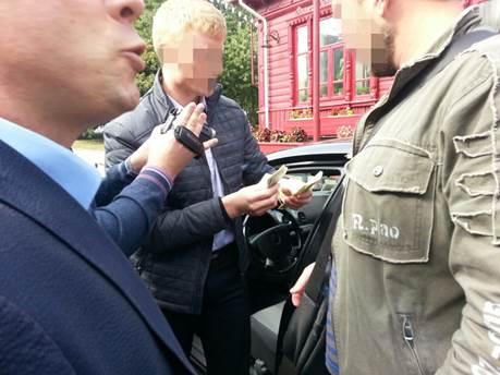 В Чернигове с поличным задержали депутата-