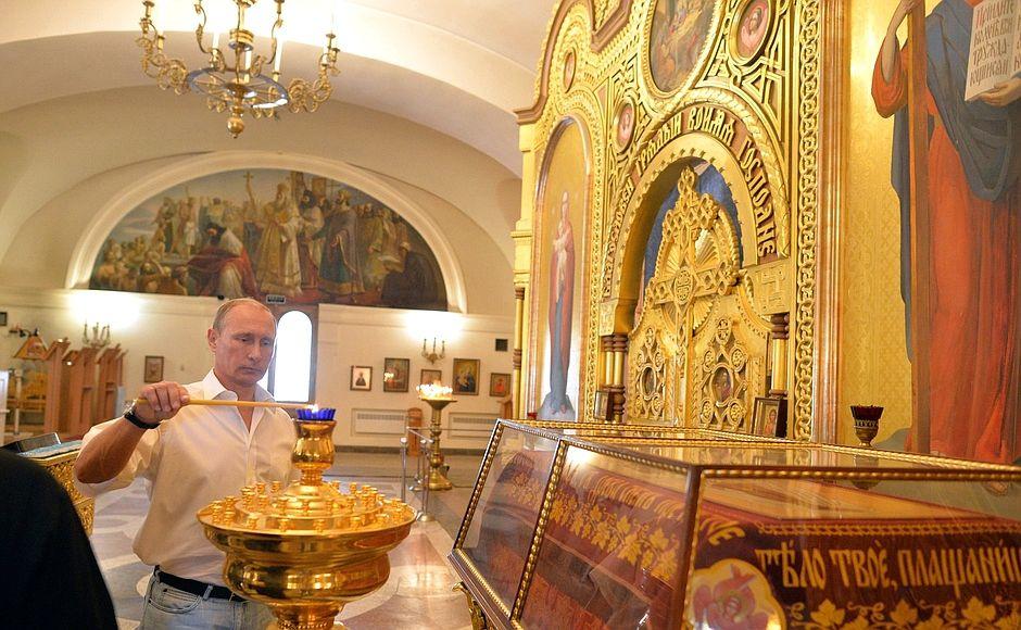 Владимир Путин в Свято-Владимирском кафедральном соборе в Херсонесе