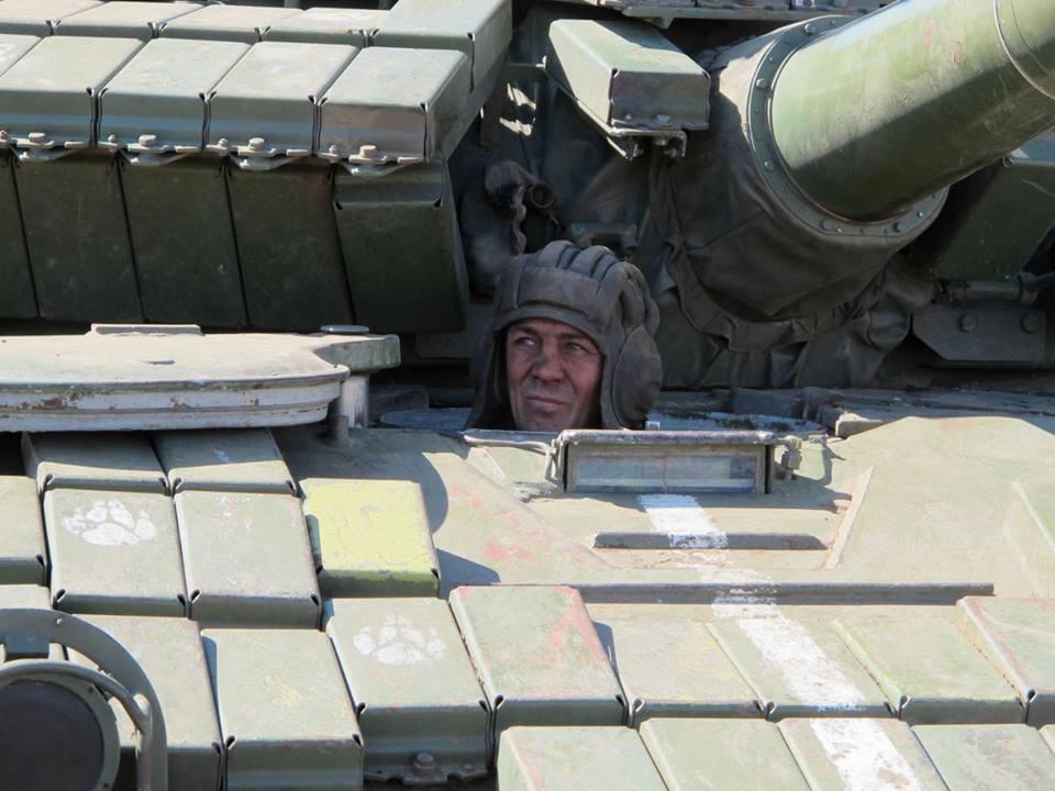 Украинский танкист на учениях ВСУ под Мариуполем