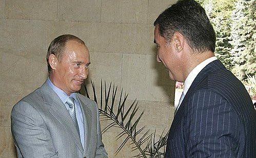 2006 год. Путин и Джуканович в Сочи