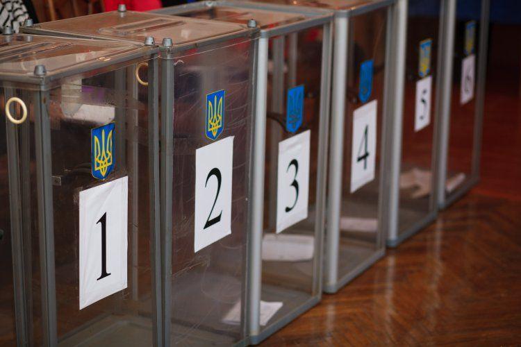 Эксперт отметил, что в случае попытки переносе президентских выборов в Украине, против Петра Порошенко выйдут все политические игроки